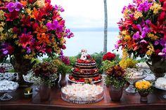Amei as cores das flores! E o amarelo n ficou ruim nessa combinação. Eu só quero tomar cuidado com o tamanho do arranjo e do bolo pq eu n quero que o bolo pareça pequeno!