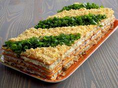 Sałatka warstwowa z tuńczykiem - na krakersach   Kuchnia na Wypasie Superfood, Avocado Toast, Sandwiches, Curry, Food And Drink, Salad, Cooking, Breakfast, Grill