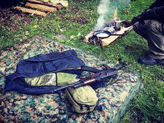 VIKTOS ZERODARK™ zateplená bunda je pravý univerzální voják. Izolační vrstvy poskytující tepelný komfort se hodí nejen pro pohyb v alpském prostředí, ale i pro noční nájezdy na doupata pašeráků lidí nebo jen tak, když si skočíte na jedno rychlé přes ulici. Systém přístupu k záložní zbrani, zesílené lokty, kapuce sbalená v límci. Lehce balitelná, a dostatečně teplá bunda, Vás ochrání před nutností čelit hypotermii tulením se k Vašemu buddymu. Tedy pokud to zrovna není to, co máte v úmyslu…