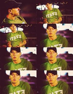 Eminem looks good in this color.