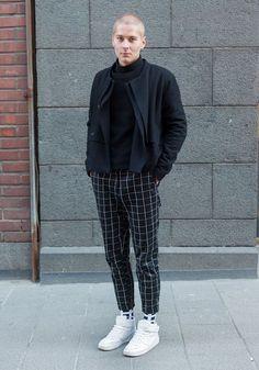 Tim - Hel Looks - Street Style from Helsinki Checkered Trousers, Plaid Pants, Men Pants, Stylish Mens Fashion, Best Mens Fashion, Stylish Menswear, Moda Streetwear, Streetwear Fashion, Men Street