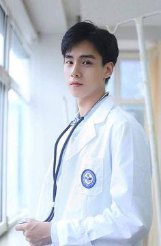 The cutest doc! Kim Jisoo Actor, Asian Boys, Asian Men, Asian Actors, Korean Actors, Park Bo Gum, Yoo Ah In, A Love So Beautiful, Cute Actors