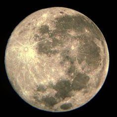 La luna es espectacular si se ve con buenos ojos! ;) #nature #moonlight #canon #supermoon2016 #sky #space #instagood #nasa #fullmoon #photooftheday #superluna #nightsky #lunallena #love #cielo #슈퍼문 #luna #picoftheday #notte #clouds #photography #moon #night #beautiful #noche #moonlovers #달 #supermoon #nikon