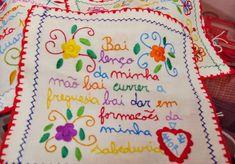 Tradições portuguesas: o Lenço dos Namorados - Descobrir Portugal