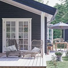 Cottage Porch, Cottage Plan, Cabins And Cottages, Beach Cottages, Beach Cottage Style, Beach House, Sauna House, Facade House, Outdoor Living