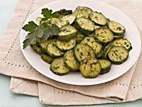 Salsa tzatziki ricetta originale: molto versatile, leggera e fresca.Condimento ideale per carne, pesce, insalate di riso, aperitivi, crostini. Ricetta greca