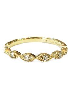 Vintage inspired yellow gold & diamond wedding ring.