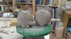 ceramica come mestiere: FASI DI LAVORAZIONE Pottery Animals, Ceramic Animals, Clay Animals, Clay Owl, Clay Birds, Clay Projects For Kids, Ceramic Pinch Pots, Beginner Pottery, Ceramic Wall Art