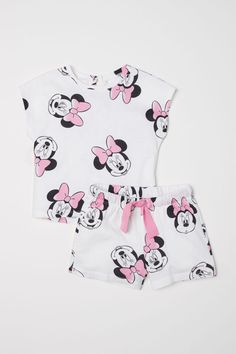 T-shirt and Shorts - Natural white/Minnie Mouse - Kids Cute Lazy Outfits, Cute Baby Girl Outfits, Teenage Girl Outfits, Kids Outfits, Disney Outfits Girls, Toddler Outfits, Toddler Girls, Cute Pajama Sets, Cute Pajamas