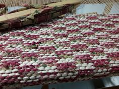 Shabby Chic Chairs, Shabby Chic Homes, Home Ceiling, Old Doors, Weaving Patterns, Loom Weaving, Shag Rug, Something To Do, Area Rugs