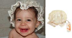 A linda Sophia usando touca de banho de renda da ZaZen para Baixo Mamãe. Para saber como conseguir uma dessa para a sua pequena:  baixomamae@gmail.com  www.facebook.com/baixomamae