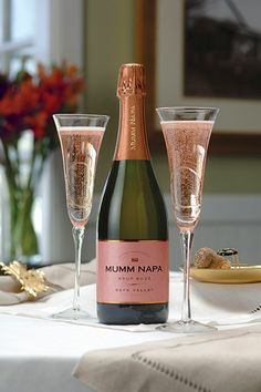 🎊Romantic Surprise for my love? True Love,hornyness couples,smile more,in love couples,sous. Glace Fruit, Romantic Surprise, Wine Photography, Sweet Wine, Think Food, Sparkling Wine, Wine Tasting, Tasting Room, So Little Time