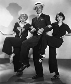 """Joan Blondell , Dick Powell et Ruby Keeler dans """"Dames"""" (1934)."""