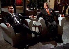 25 augustus 2012: Recht. Foto: James Spader als Alan Shore en William Shatner als Denny Crane in Boston Legal, waar zij als dure advocaten meesters zijn in rechtpraten wat krom is en via kromme weggetjes tot overwinning komen