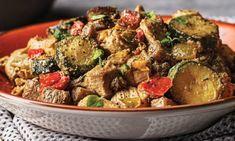 Se gosta de receitas rápidas e carregadas de sabor, experimente este salteado de frango com legumes grelhados. Em 15 minutos a sua refeição está pronta!