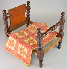 19th Century Sheraton Doll Bed and Quilt : Lot 205B