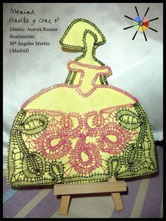 """Menina"", de la revista de bolillos Vuelta y Cruz Nº9. --- ""Menina"", from N.9 of Twist and Cross bobbin lace magazine. Lace Heart, Lace Jewelry, Bobbin Lace, Textiles, Lace Detail, Butterfly, Christmas Ornaments, Crochet, Projects To Try"