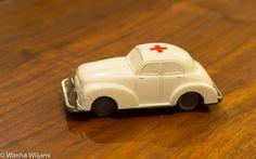 Vanha ambulanssi.  Materiaali: pakeliittia ja metallia  Vaimistaja:Lemezaru Gyar