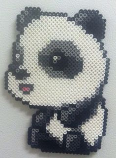 Es un bonito panda de hama beads