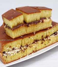 Sweet Martabak or also called Terang Bulan has a very delicious flavor with softness and toppings that are very suitable to taste. Donut Recipes, Cookie Recipes, Dessert Recipes, Indonesian Desserts, Resep Cake, Crepes And Waffles, Traditional Cakes, Butter Cookies Recipe, Different Cakes