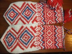 Fingerless Mittens, Knit Mittens, Mitten Gloves, Wrist Warmers, Hand Warmers, Stitch Patterns, Knitting Patterns, Norwegian Knitting, Crafts Beautiful