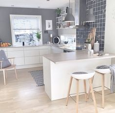 39 Exceptional Ways to Improve and Decorate with a Very Small Kitchen Design. Very Small Kitchen Design Nordic Kitchen, Scandinavian Kitchen, New Kitchen, Kitchen White, Kitchen Small, Cosy Kitchen, Quirky Kitchen, Kitchen Paint, Home Interior