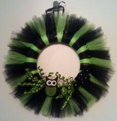 My neon green owl wreath :]