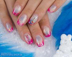 #nailart #pink #french #glitter Frostige Zeiten in Pink! Das Naildesign meiner Kollegin Kathlen ist niedlich verziert mit unseren Weihnachts Glitter Stickern. Ist diese Kombination auch nach Eurem Geschmack? Eure Janne
