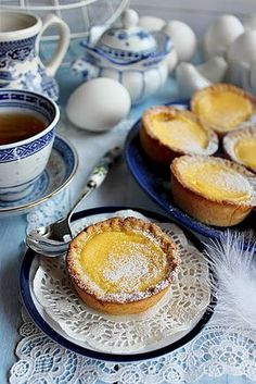 Borzasztóan egyszerű és nagyon finom krémes desszert ez a Hongkong-i tortácska. A ropogós linzertés... Minion, Ale, French Toast, Muffin, Pudding, Cookies, Breakfast, Sweet, Travelling