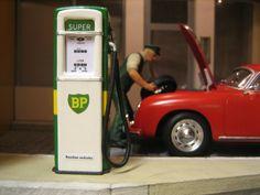 Porsche 356, Radios, John Deere Decor, Landline Phone, Diorama, Places, Filling Station, The Fifties, Role Models