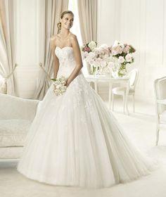 Pronovias Alcanar: buy this dress for a fraction of the salon price on PreOwnedWeddingDresses.com