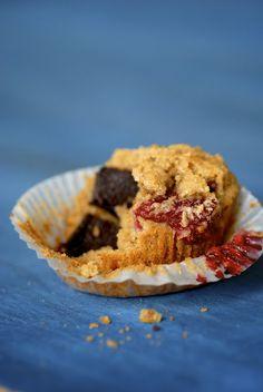 dark chocolate-raspberry oat muffins