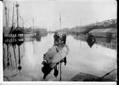 Dutch submarine by Agence Rol, 1915. National Library of France, Public Domain