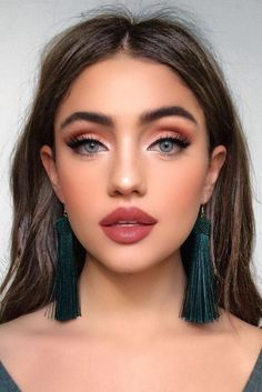 Hottest Makeup Looks to Try in 2019 - Page 36 of 39 - VimDecor natural makeup ideas; glam makeup looks; makeup looks for brown eyes; simple makeup looks. glam makeup looks; makeup looks for brown eyes; simple makeup looks. Glam Makeup Look, Cute Makeup, Hair Makeup, Kylie Makeup, Red Makeup, Bold Lip Makeup, Classy Makeup, Elegant Makeup, Prom Eye Makeup