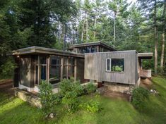 Created at the peak of Marcel Breuer's collaboration with Walter Gropius, the 1940 Chamberlain Cottage hits the market in Massachusetts.