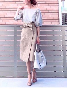 夏の上品コーデを叶えてくれる白×ベージュのスタイリング♡ シンプルなカラーを、どうすればもっとおしゃれに見せることができるでしょうか? 今回は、ワンランク上の白×ベージュの夏コーデをご紹介します♪