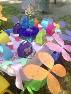 Love the chairs decorated for a little girls butterfly party Butterfly Garden Party, Butterfly Birthday Party, 6th Birthday Parties, 3rd Birthday, Birthday Ideas, Ben Y Holly, Birthday Decorations, Table Decorations, Party Time