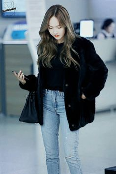 asian girl, jung jessica, and girls generation image Jessica & Krystal, Krystal Jung, Snsd Fashion, Korean Fashion, Airport Style, Airport Fashion, Jessica Jung Fashion, Soyeon, Kpop Outfits