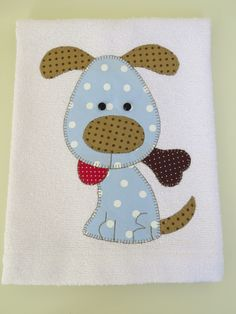 Pano de prato Cachorrinho com osso | Arti In Panno | Elo7 Applique Templates, Applique Patterns, Applique Designs, Quilt Patterns, Applique Pillows, Hand Applique, Applique Quilts, Freehand Machine Embroidery, Free Motion Embroidery