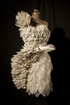 carrie ann schumacher, este vestido se exhibirá a partir 2 de marzo a Woman Made Gallery de Chicago.