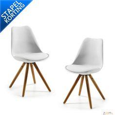 Kave Lars Design Stoelen Set wit - De hippe Lars Design Stoel van Kave Home is een witte stoel met een zitting uit polypropyleen gecombineerd met een houten onderstel. De Lars Eettafel Stoel behoort tot de design stoelen van LaForma. Een elegante Scandinavische eetkamerstoel die niet alleen comfort biedt, maar tevens een lust voor het oog is. Bovendien is de Kave Lars Design Stoel verkrijgbaar bij Zooff in 4 verschillende kleuren: zwart, rood, wit en lichtgrijs.De Lars Design Stoel is in…