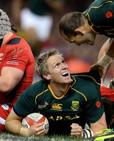 South Africa's Jean de Villiers celebrates scoring a try during a victory over Wales at Millennium Stadium, Cardiff, November Best Rugby Player, Hot Rugby Players, Rugby Teams, South African Rugby, Pride And Glory, Super Rugby, Australian Football, Rugby Men, Sport Icon