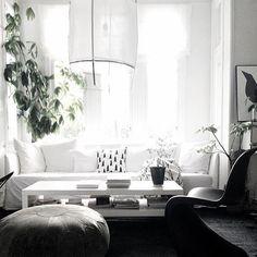Clean ❤️ #ShandaStyle #ShandaSays #interiors #interiordesign #homeanddesign #housebeautiful #home #inspireddesign #whitedoneright