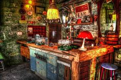 Here's a guide to the best ruin bars in Budapest and where to stay in Budapest. Budapest ruin bars are built in abandoned buildings, stores in the Old Jewish Quarter and have become popular in the last few years. Budapest Ruin Bar, Week End En Amoureux, Capital Of Hungary, Buda Castle, World Travel Guide, Travel Tips, Travel Destinations, Dive Bar, Voyage Europe
