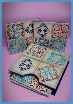 Descanso de panelas Azulejos Diy, Decoupage Box, Glass Coasters, Tumblr Wallpaper, Painting On Wood, Altered Art, Diy And Crafts, Tiles, Mandala