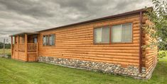 Wood Log Siding for a Mobile Home - Wohnwagen Mobile Home Siding, Mobile Home Exteriors, New Mobile Homes, Mobile Home Renovations, Mobile Home Repair, Mobile Home Makeovers, Remodeling Mobile Homes, Home Remodeling, Log Cabin Mobile Homes