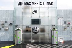 For Exhibition Stand Builders Retail Interior Design, Showroom Design, Retail Store Design, Retail Stores, Nike Retail, Window Display Retail, Window Displays, Maker Labs, Visual Merchandising Displays