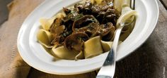 This beef stroganoff recipe is delicious and easy because it is made in your crockpot! Meat Recipes, Slow Cooker Recipes, Cooking Recipes, Healthy Recipes, Crockpot Meals, Recipies, Slow Cooker Casserole, Cooks Slow Cooker, Gastronomia