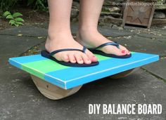 Woodworking Projects For Kids This balance board is a simple plan that makes a great kids toy and even better gift. It's a build that provides kids hours of a challenging, engaged activity all for very little cost in supplies. Kids Woodworking Projects, Wood Projects For Kids, Woodworking Plans, Diy Projects, Woodworking Furniture, Project Ideas, Sewing Projects, Baby Knitting Patterns, Crochet Slippers