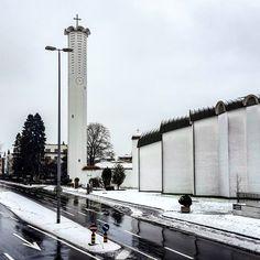 Papa Giovanni und die verlorene Zeit #time #lost #hand #aiguille #aguja #lancetta #church #emmenbrücke Cn Tower, Lost, Building, Travel, Lucerne, Viajes, Buildings, Trips, Traveling